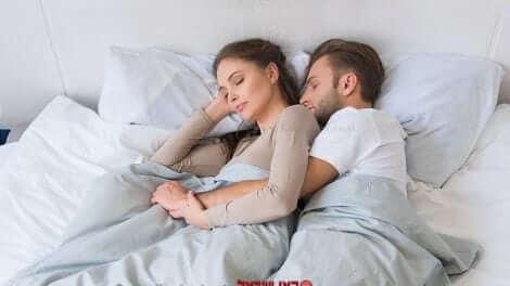 איכות השינה של האישה עם בן זוגה | עיבוד צילום: שולי סונגו ©