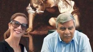 צבי גנדלמן מול שירלי עודד | רקע: נרקיסוס ציור של קאראווג'ו |עיבוד צילום: שולי סונגו ©