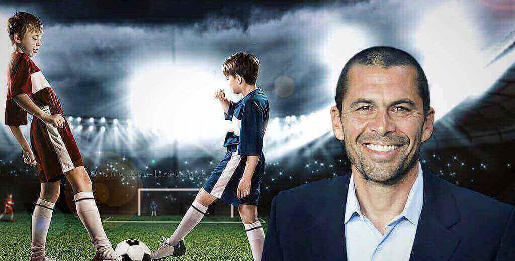 מאמן כדורגל גיא לוי | רקע: ילדים משחקים כדורגל | עיבוד: שולי סונגו©