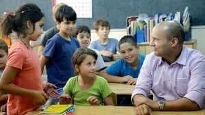שר החינוך מר נפתלי בנט עם לתלמידים | צילום: דף הפייסבוק