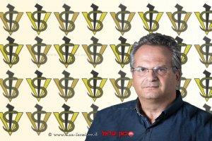 דר' מישל בלאיש מנהל השירותים הווטרינריים ובריאות המקנה | רקע: סמל השירותים הווטרינריים