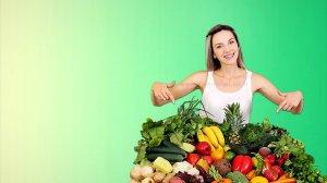 צרכנית מצביעה על פירות וירקות | משרד החקלאות ומועצת הצמחים: צרפו פירות וירקות במשלוחי מנות לפורים | עיבוד צילום: שולי סונגו