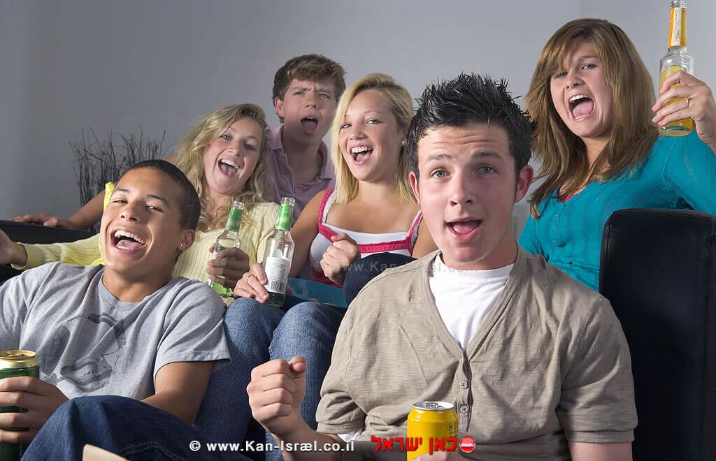 תלמידי תיכון שותים אלכוהול