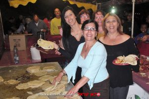 נשות עדת יהדות יוצאי מרוקו בליל המימונה