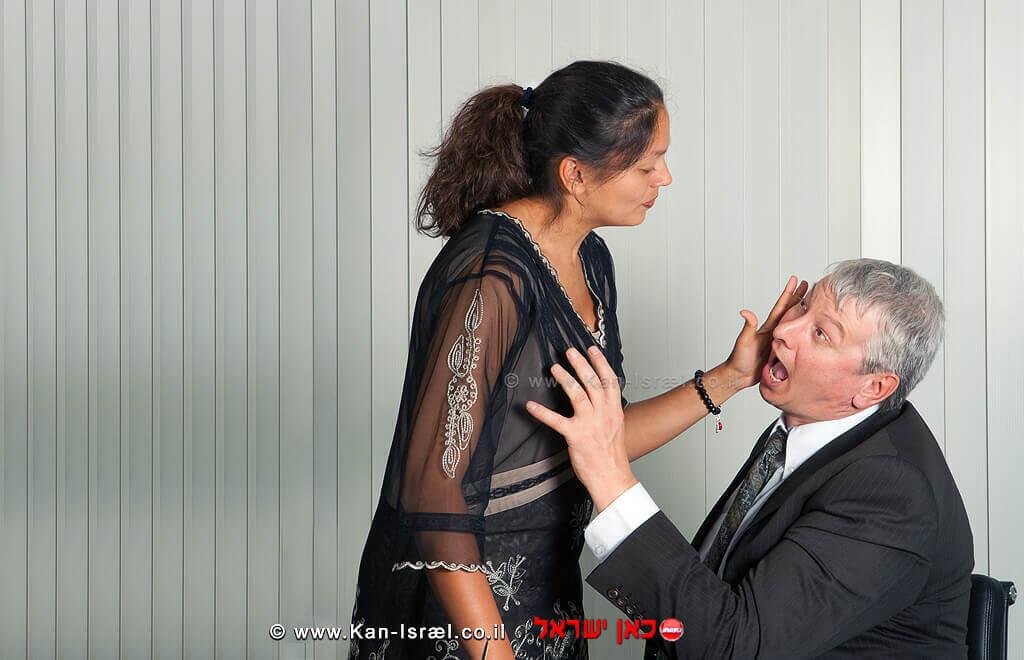 מעשה מגונים והטרדה מינית במשרד |עיבוד צילום: שולי סונגו ©