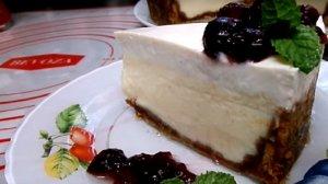 ניו יורק קרם צ'יז עוגת גבינת שמנת בציפוי שמנת חמוצה