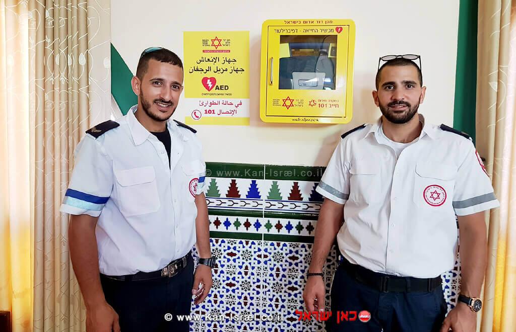 האחים וואליד ומוחמד שלעטה עם מכשירי החייאה