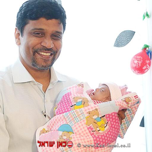 התינוקת שרי עם דר' דינש קומאר צ'רלה