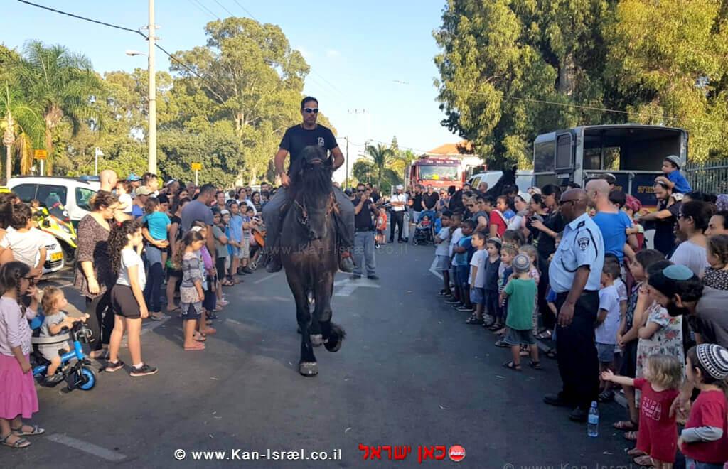 שוטר רוכב על סוס בפרדס חנה -כרכור
