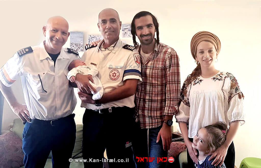 צוות מדא עם משפחת מרסיאנו היולדת אורה ור' אלחנן