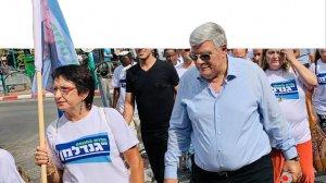 ראש העיר חדרה צבי גנדלמן, עם אמירה משה