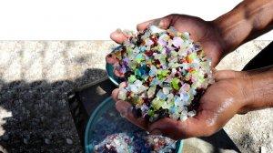 הפקת אבנים יקרות ביד, יהלומים, אבני אודם, אמרלד | עיבוד צילום: שולי סונגו