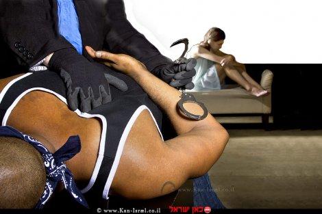 עבריין מין נעצר על ידי הבולשת של המשטרה ברקע המותקפת