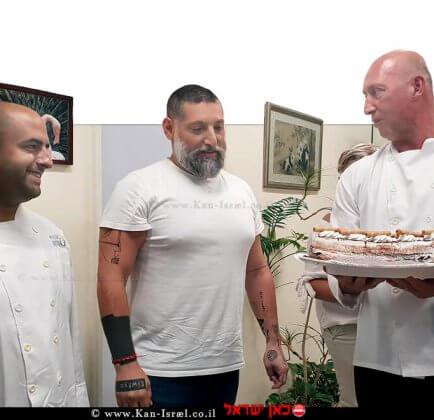 צוות המרכז הרפואי הלל יפה-חדרה, מפתיע ומעניק לשף אסף גרניט, עוגת יום הולדת | צילום: דוברות הלל יפה | עיבוד צילום: שולי סונגו