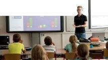 מורה בכיתת לימוד חדשה | עיבוד צילום: שולי סונגו