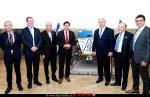 שר המדע והטכנולוגיה, מר אופיר אקוניס עם ראש הממשלה ואנשי משרדו בישיבת הממשלה לקראת מעמד שיגור ״בראשית״ לירח | עיבוד צילום: שולי סונגו