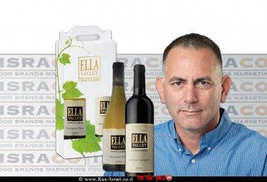 יריב ארדון מנכל חברת ישרקו ברקע מארז חגיגי של יינות יקב עמק האלה, המחיר 149 ₪ | צילומים: דודי ארדון | אסף לוי | עיבוד צילום: שולי סונגו