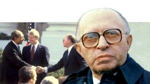 """מנחם בגין, ראש הממשלה השישי של מדינת ישראל, ברקע הסדרה """"ימי בגין"""" על הסכם השלום עם מצרים לפני 40 שנה"""