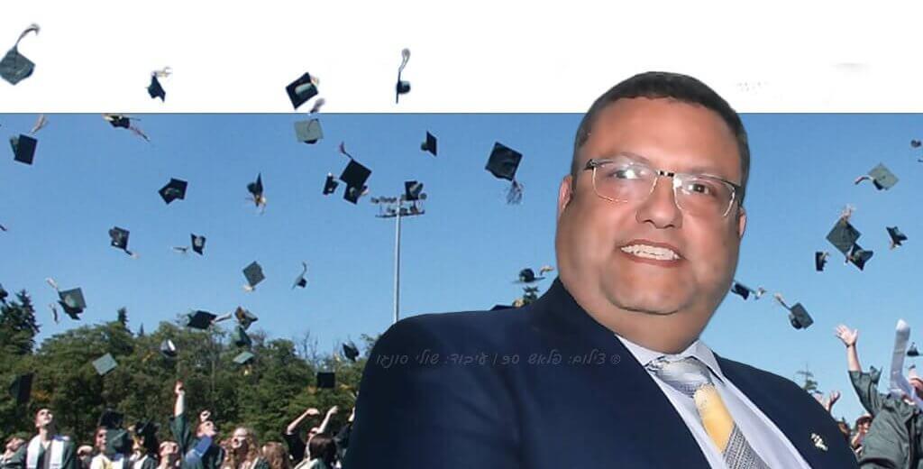 משה ליאון ראש העיר ירושלים ברקע סטודנטים | צילום: פלאש 90 | עיבוד צילום: שולי סונגו