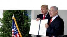 ראש הממשלה מר נתניהו עם נשיא ארהב מר טראמפ בבית הלבן ומסמך ההכרה ההיסטורי בריבונות ישראל על רמת הגולן | צילום: לעמ | עיבוד צילום: שולי סונגו