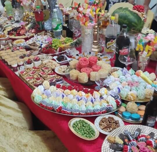 שולחן חג המימונה הערב אצל משפחת מימון לוי בעיר אור עקיבא