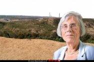 כב' שופטת בית המשפט העליון (בדימוס), דליה דורנר נשיאת מועצת העיתונות בישראל, ברקע תצפית גבעת קובי, שדרות | עיבוד צילום: שולי סונגו