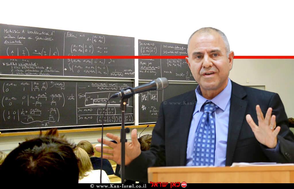 שמואל אבואב, מנכל משרד החינוך, ברקע: תלמידים בלימוד מָתֵמָטִיקָה | צילום: ויקיפדיה | עיבוד צילום: שולי סונגו