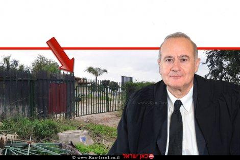 יוסף אלרון, שופט בבית המשפט העליון ברקע: גדר לא חוקית בחוף של קיבוץ עין גב |צילום: אלי גבאי, המשרד להגנת הסביבה | עיבוד: שולי סונגו