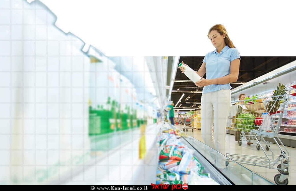 אישה רוכשת מוצרי חלב בסופרמרקט |עיבוד צילום: שולי סונגו ©