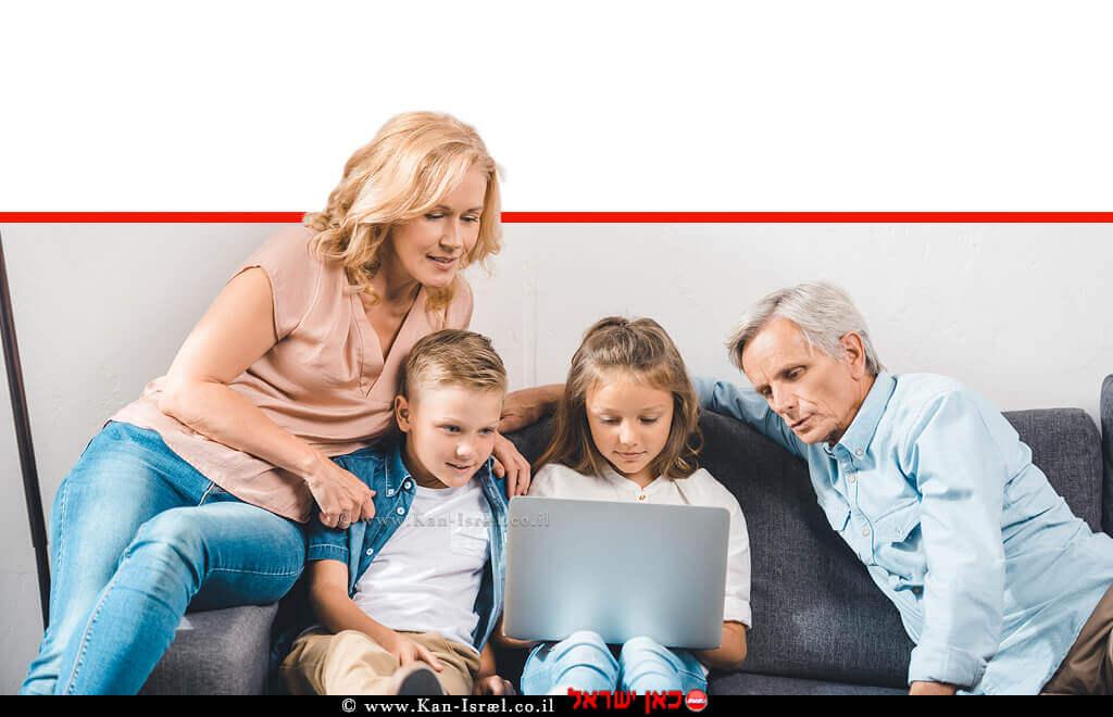 ילדים עם סבא וסבתא מול מסך הטלוויזיה | מחשב | הדמייה | עיבוד צילום: שולי סונגו ©