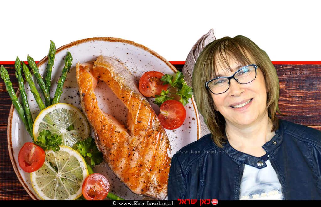 דר' אולגה רז תזונאית קלינית | רקע: ארוחת צהרים דיאטטית סטייק סלמון בגריל מוגש עם אספרגוס, עגבנייה ולימון |עיבוד צילום: שולי סונגו ©