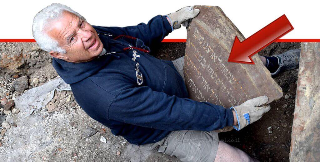 כתובות בעברית נחשפו בחפירות בית הכנסת הגדול בוִילְנָה שבליטא | צילום תמונות: יוחנן (ג'ון) זליגמן, רשות העתיקות