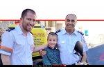 פראמדיק מדא דוד ילניק וחובש בכיר במדא רונן ימיני, פוגשים את מאיר איצקוביץ' בן ה-6 | צילום: דוברות מדא