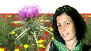פרופ' ניצה גולדנברג-כהן, מנהלת מחלקת עיניים במרכז הרפואי בני ציון, ברקע צמח הגדילן | צילום ויקיפדיה|עיבוד צילום: שולי סונגו ©
