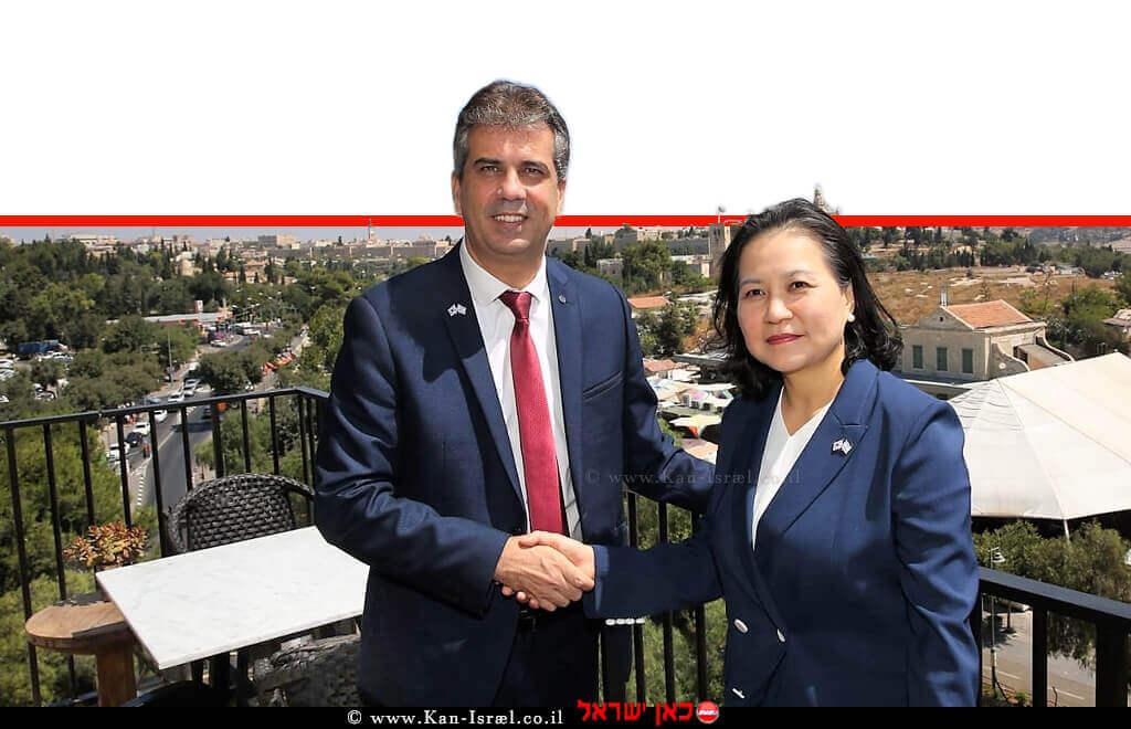 אלי כהן שר הכלכלה והתעשייה של מדינת ישראל והגב' יו מיונג-הי שרת הסחר הרפובליקה של דרום קוריאה, לאחר חתימת הסכם הסחר החופשי בין המדינות | צילום: יוסי זמיר, לשכת העיתונות הממשלתית