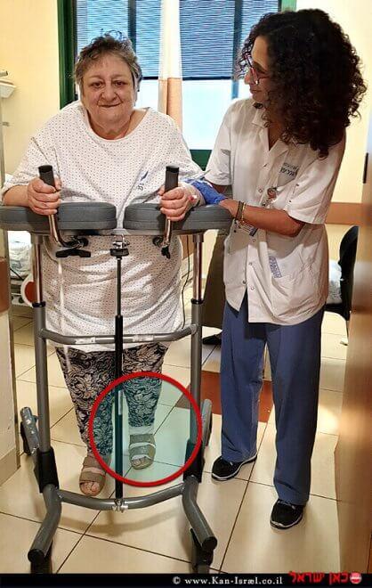 לובה קושלין, אחרי הניתוח ל'החלפת מפרק ברך' - כבר על הרגליים. טכנולוגיה שמאפשרת שיקום מהיר יותר | עיבוד צילום ממחושב: שולי סונגו©