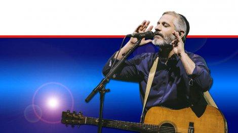 הזמר אביתר בנאי בעיר חריש במסגרת מיזם בימות פַּיִס   עיבוד צילום ממחושב: שולי סונגו©