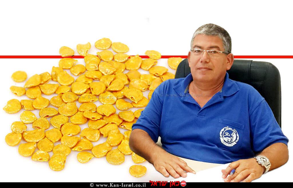 קליגר רועי מנהל יחידה מרכזית לאכיפה וחקירות - פיקוח על מוצרי הצומח והחי - פיצוח ברקע : זרעי חצילים | עיבוד צילום ממחושב: שולי סונגו©