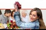 דיאטנית קלינית B.Sc הגב' בת חן כהן מנהלת מחלקת תזונה ודיאטה במרכז הרפואי בני ציון, ברקע ארוחת חג תרנגול הודו צלוי | עיבוד ממחושב: שולי סונגו©