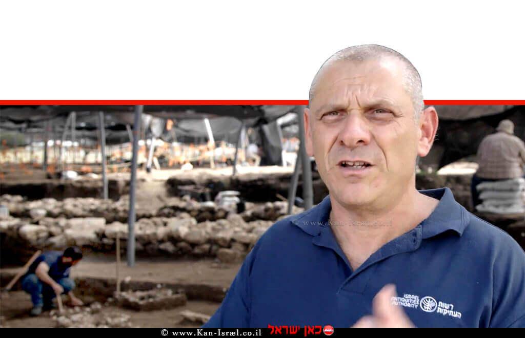 דר' יצחק פז מנהל החפירה רשות העתיקות ליד חריש | צילום: היילייט סרטים, באדיבות רשות העתיקות | עיבוד צילום ממחושב: שולי סונגו©