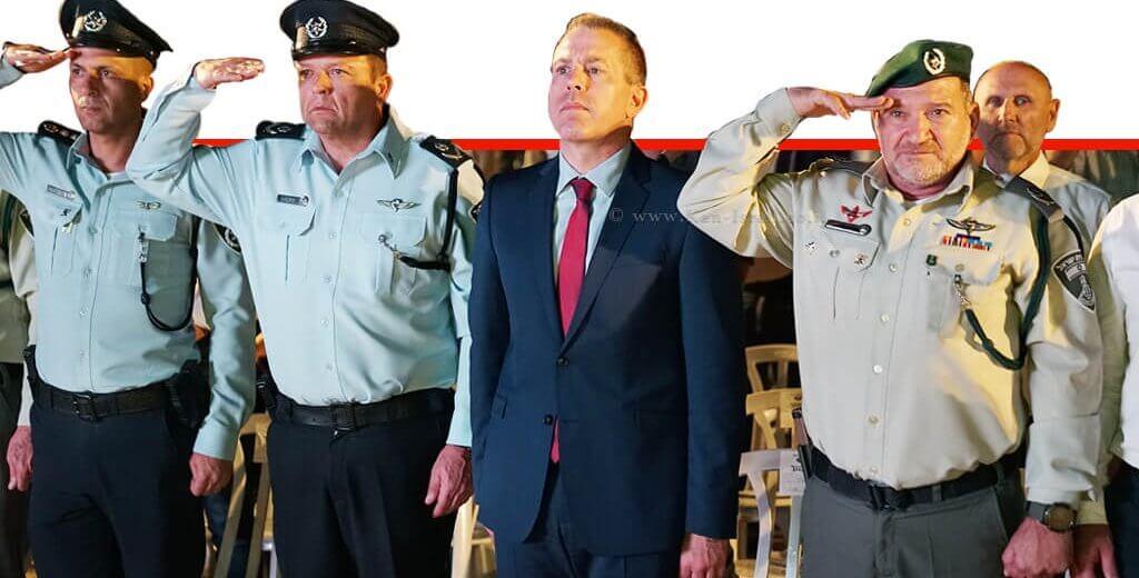 מפקד משמר הגבול ניצב יעקב (קובי) שבתאי עם השר לביטחון פנים גלעד ארדן, ממלא מקום מפכל המשטרה, ניצב מוטי כהן, בטקס הנחת אבן פינה להיכל ההנצחה והמורשת החדש של משמר הגבול