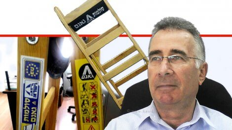 יעקב וכטל הממונה על התקינה ב-משרד הכלכלה והתעשייה ברקע:'סולמות גאנם' | עיבוד צילום ממחושב: שולי סונגו©