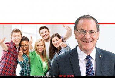 פרופ' דניאל חיימוביץ' נשיא אוניברסיטת בן-גוריון בנגב ברקע: סטודנטיות | צילום: דני מיכליס | עיבוד שולי סונגו ©