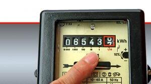 מונה חשמל המודד את צריכת זרם החשמל של צרכן חשמל ביתי | עיבוד ממחושב: שולי סונגו©