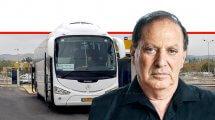 מיכאל (מיכה) מייקסנר מנכל 'רכבת ישראל' ברקע: אוטובוס להסעת חיילים אל עיר הבהדים | צילום: רכבת ישראל | עיבוד ממחושב: שולי סונגו©