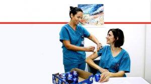 צוותי 'רמבם - הקריה הרפואית לבריאות האדם' מתחסנים מפני שפעת על השולחן קרמבו   צילום: פיוטר פליטר   עיבוד ממחושב: שולי סונגו©