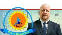 אברמי טורם, נציב שוויון זכויות לאנשים עם מוגבלות ברקע: לוגו היום הבינלאומי לזכויות אנשים עם מוגבלות | עיבוד ממחושב: שולי סונגו©