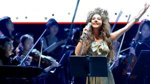 שרה ברייטמן זמרת סופרן ושחקנית אנגלייה בהופעה | באדיבות OG Music Business | עיבוד ממחושב: שולי סונגו©
