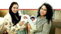 האחיות זריהןבבית היולדות רמבם: מורן עם בתה מימין ואחותה עדן, עם בתה | צילום: פיוטר פליטר | עיבוד ממחושב: שולי סונגו©