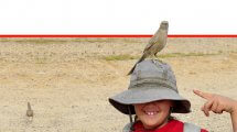 ילדה עם כובע וציפור על הראש ב-שמורת טבע נחל שיזף | צילום: אלה רימון | עיבוד ממחושב: שולי סונגו©